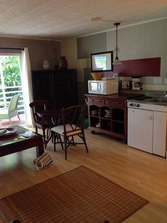 Drop Anchor Resort: Room 8 Kitchenette, wider view.