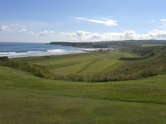 Cullen Links Golf Club: from 3rd tee - back towards clubhouse & Cullen