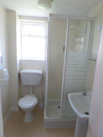 Eastmount Hall Hotel: The Bathroom