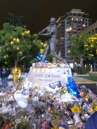 Petco Park: Tony Gwynn statue