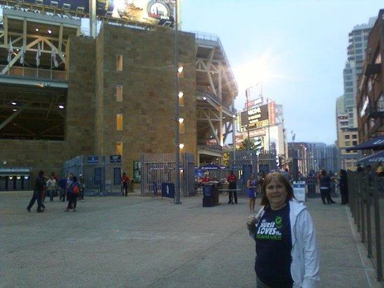 Petco Park: The concourse outside the ballpark