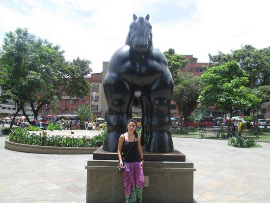 Foto de plaza botero medell n caballo botero en el - Fotos de botero ...
