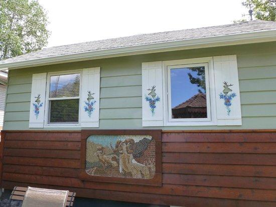Banff Beaver Cabins: The Elk cabin- from Beaver street