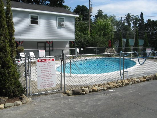 Colonial Court Motel: Our pool