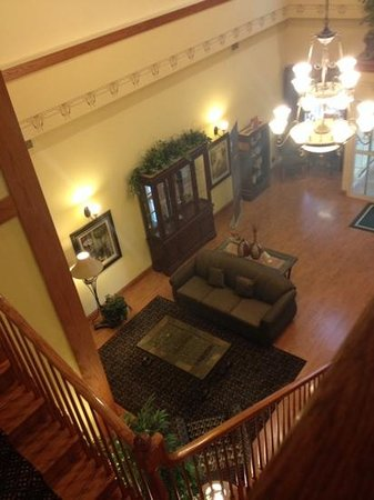 Country Inn & Suites By Carlson, Elk Grove Village at I-290, IL: View of the lobby from the top of the stairs.