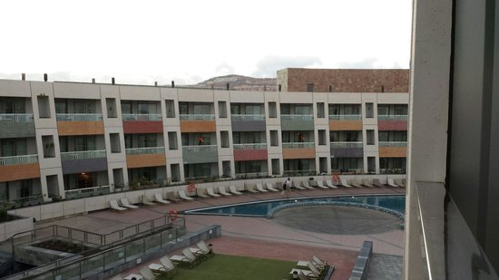 Geranios Suites & Spa Hotel: Pool area