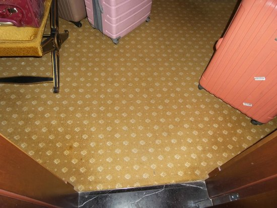 The Westin Excelsior, Rome: dirty carpets