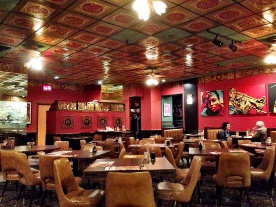 Chan's Egg Rolls and Jazz: Inside - the dining area