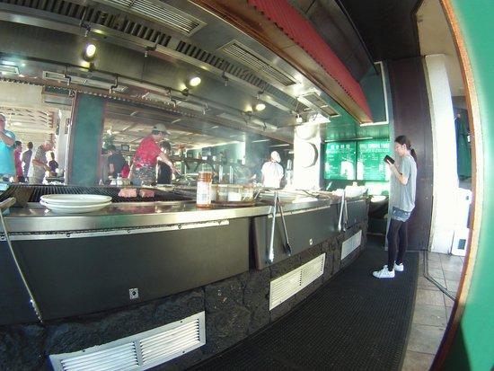 Shore Bird Restaurant & Beach Bar: Plenty of grill space & Written instructions