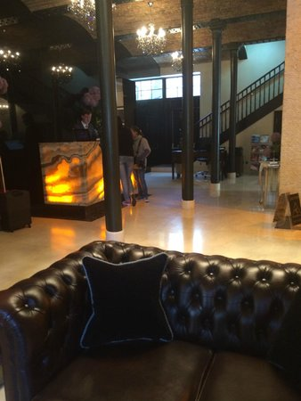 London City Suites By Montcalm: Part of reception