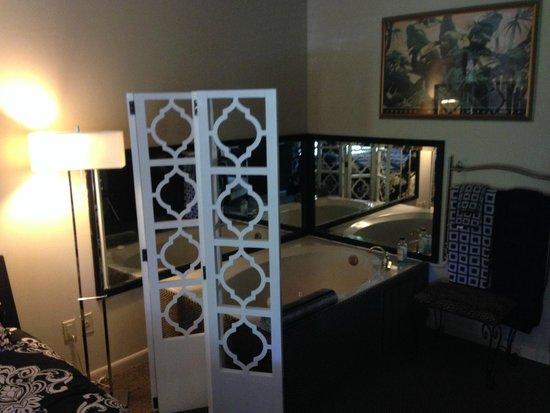 TradeWinds Lodging & BnB: Room 204