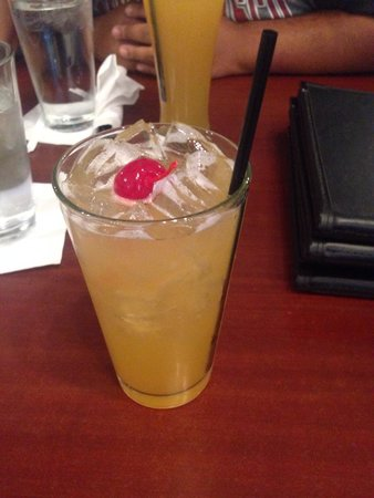 Sandra Dee's Barbeque & Seafood: Peach cocktail