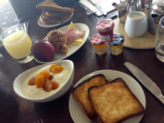 Park Central Hotel: breakfast (minus hot food we were waiting for briefly)