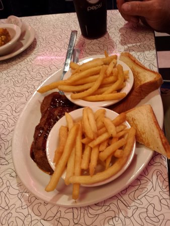 Mel's Classic Diner: Smoky's BBQ