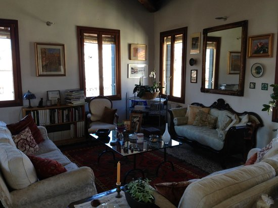 Sandra B&B : Living/dining area of bed and breakfast