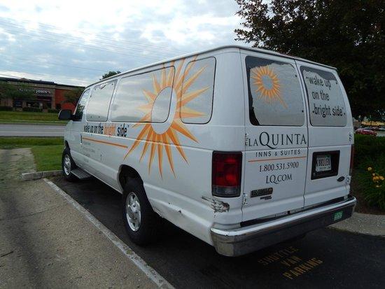 La Quinta Inn Indianapolis Airport Lynhurst: Hotel shuttle