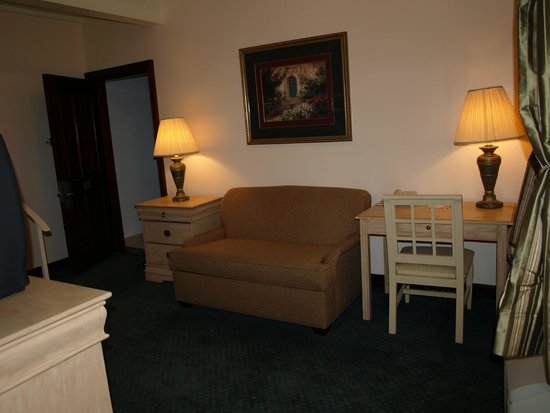 Prytania Park: Queen or Twin bedded Jr. Suites, w/add'l sleeping Sofa Sleeper