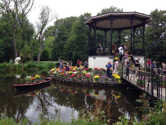 Vondelpark: Замечательный остров тюльпанов в парке!