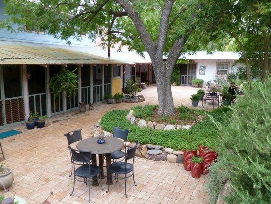 The Duquesne House Inn & Gardens : Backyard