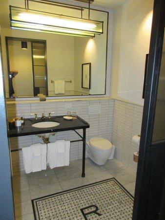 Refinery Hotel: Room