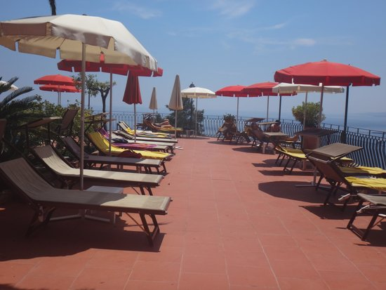 Hotel Villa Diodoro: Swimming pool area