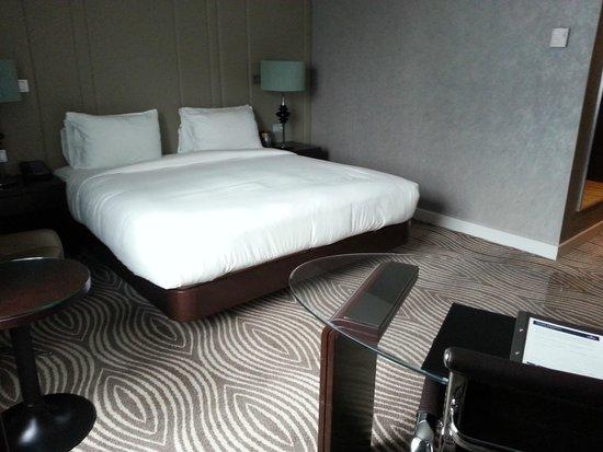 Hilton Berlin: comfy contemporay room