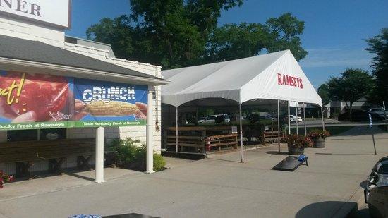Ramsey's Diner: outdoor patio
