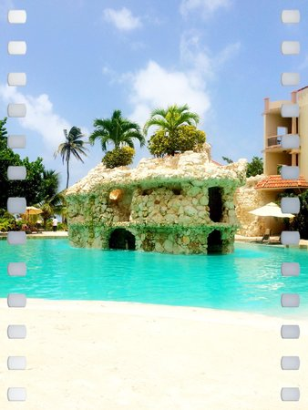 Coco Beach Resort: One of the pools at Cocobeach!