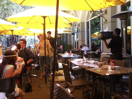 Marmalade Cafe Westlake Village: Enjoy Patio Seating with Friends