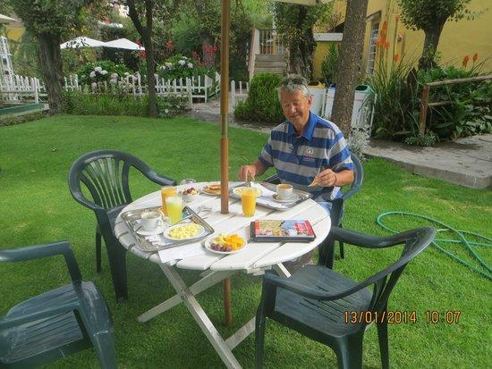 Hotel La Casa de mi Abuela: desayunando