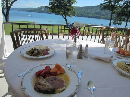 The Otesaga Resort Hotel: Breakfast on the veranda with that stunning view!