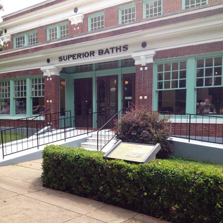 Superior Bathhouse Brewery & Distillery: Superior bathhouse