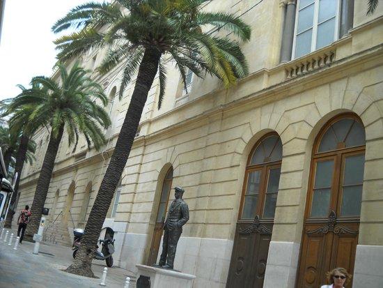 Opéra de Toulon : la strada a lato