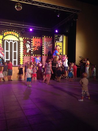 Skanes Family Resort: Kids club night time disco