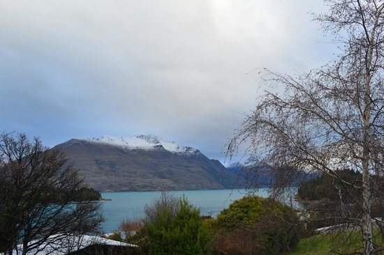 Copthorne Hotel and Resort Queenstown Lakefront: The view, not the hotel, is amazing!