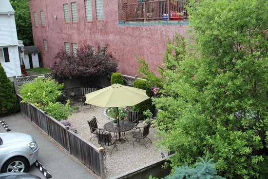 Morning Glory Bed & Breakfast: The rock patio