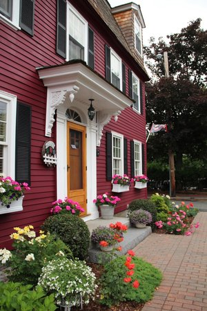 Morning Glory Bed & Breakfast: Front entry