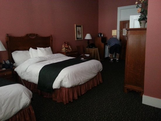 BEST WESTERN PLUS Windsor Hotel Americus: Relaxing room, warm and inviting!