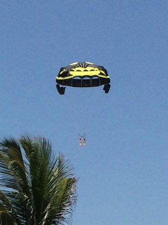 Iberostar Cancun: parasailing