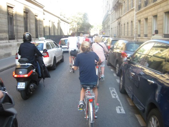 Fat Tire Tours Paris: Not much room for us riders