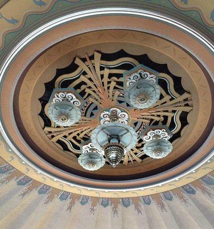 Catalina Island Casino Ballroom: Tiffany lamp in the Avalon Casino Ballroom.