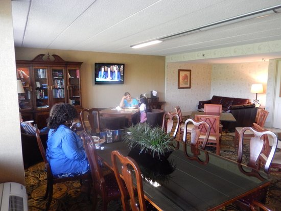 Doubletree by Hilton Charlottesville: Executive Lounge
