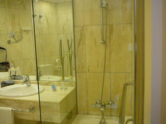Hotel de Londres y de Inglaterra: Shower