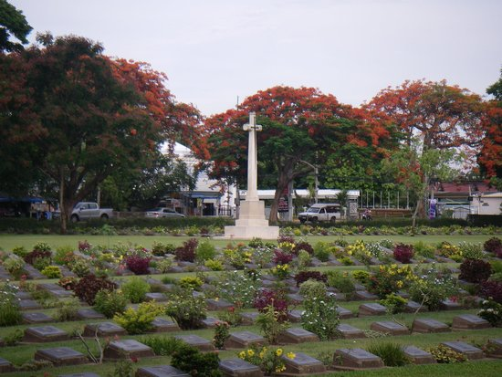 Kanchanaburi War Cemetery: So impressed to see the how well kept and respected this cemetery is by the locals