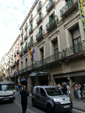 Hotel Gaudi : Front of hotel