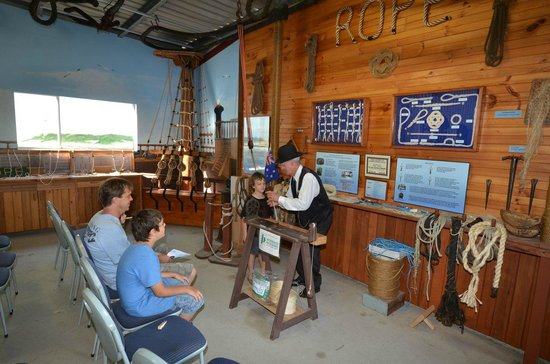 Hervey Bay Historical Village & Museum: Endeavour/Rope making Display