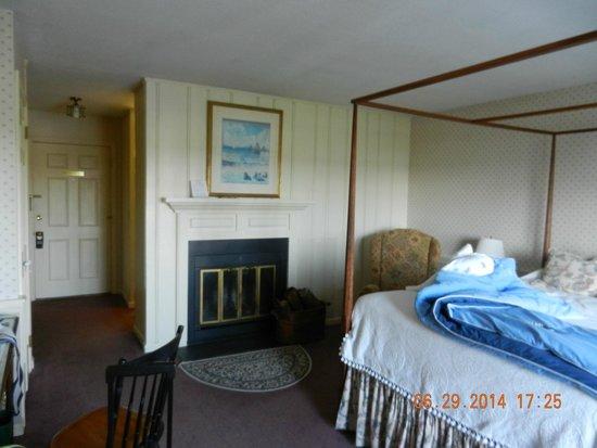 Inn at Mystic: Inside our room
