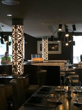 Oliver's Prime Steakhouse: interior