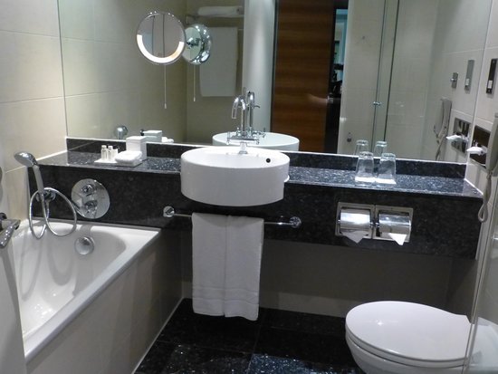 Sofitel London Heathrow: well equiped bathroom