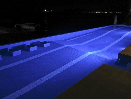 Bayshore Villas Candi Dasa: Infinity pool at night